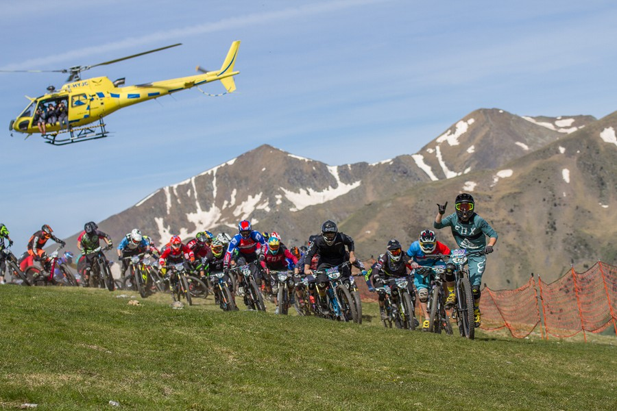 Maxiavalanche Vallnord : a crazy first stage 2018